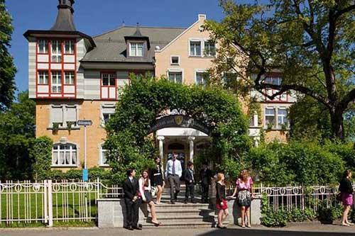 От школы-пансиона в Швейцарии до престижного диплома в университете