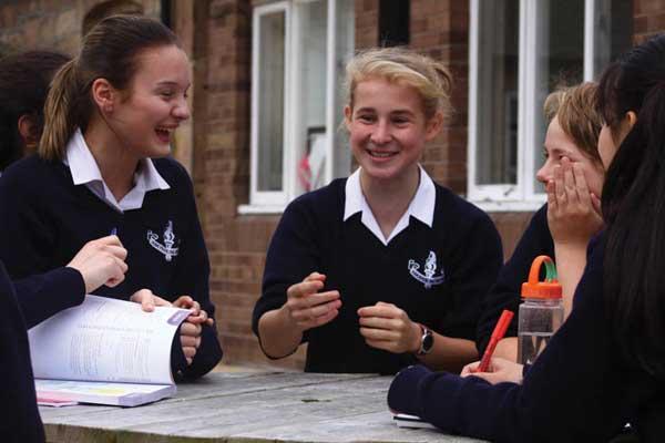 Школа-пансіон для дівчаток Adcote International Boarding School | Літтл-Несс, Англія