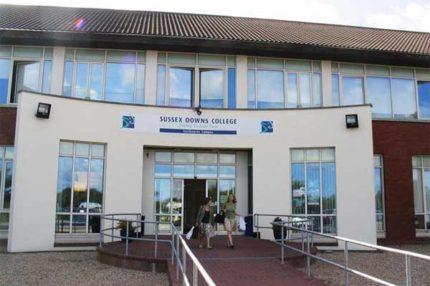 Літні канікули в Англії, Істборн   Sussex Downs International College