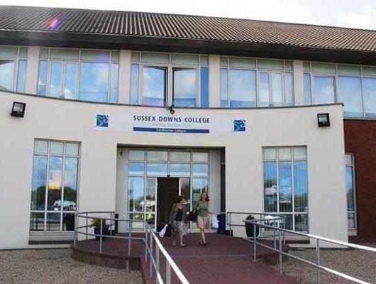 Літні канікули в Англії, Істборн | Sussex Downs International College