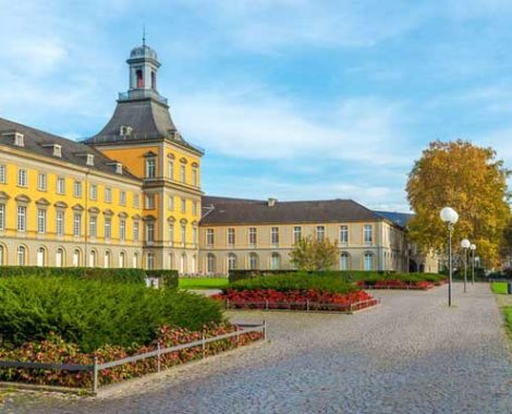 Продолжается весенний набор в Рейнский штудиенколлег в Бонне.