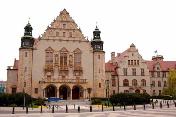 Adam Mickiewicz University | Польща