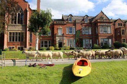 Школа-пансіон Abbotsholme School | Ростер, Англія