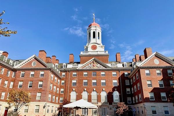 Повна стипендія для іноземних студентів від Гарварда і не тільки!