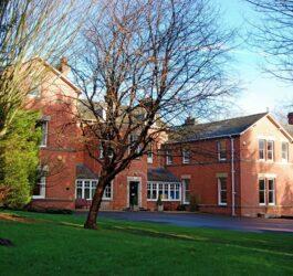 Bishopstrow College, Англия